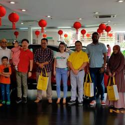 From left: Rohazlin, Amran, TCEC chairman Nicholas Tan, Mohamed Al-Azadi, a GoCar representative, TCEC head of sales Wong Hoe Mun, Ganesh Kumar and Siti Noriah.