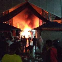 Stalls in front of Wisma Yakin, Masjid India, engulfed in fire. — Pix from Atikah Yunus Atikah Yunus Facebook.