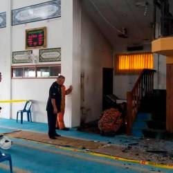 Officers from the Padang Terap Fire and Rescue Department, at the Padang Setol Mosque, after the rostrum and carpet were set on fire by an arsonist, on Aug 19, 2019. ù Facebook pix courtesy of Denaihati News