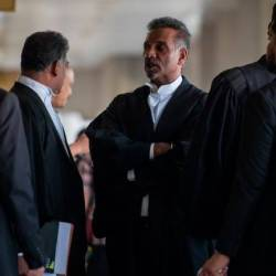 Lawyer Ramkarpal Singh (C) in High Court on Nov 5, 2019. — Bernama