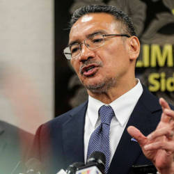 Hishammuddin: Ridiculous to say I'm forming new govt without DAP, Amanah