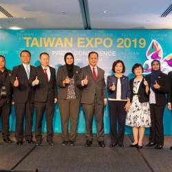 The Taiwanese and Malaysian officials unveiling the joint promotion for next month's expo.
