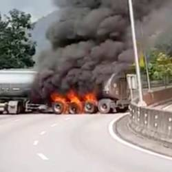 Fuel tanker catches fire near Menora Tunnel, cause congestion