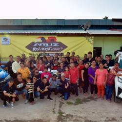 The convoy participants, en route to Bintulu, posing for photos with residents of Rumah Clement Bayang.