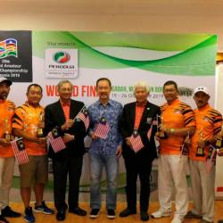 From left: Isac Saminathan, WAGC President, Khalid Jikal (Handicap Category A), Nick Voon (Handicap Category B), Datuk A. Sani Karim, Patron, WAGC Malaysia, Datuk Ahmad Shah Hussein Tambakau, Chairman of Tourism Malaysia, Tan Sri Asmat Kamaludin, Chairman of Perodua, Hamdan A.Rahman (Handicap Category C), Affandi Ag Besar (Handicap Category D), Mohidi Jain (Handicap Category E) and Datuk Zulkifli Ismail, Hon. Secretary Malaysian Golf Association.