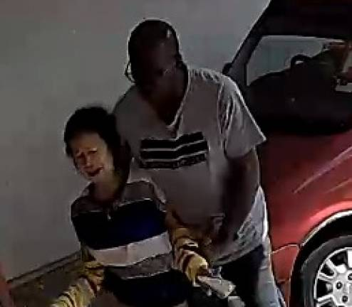 (Video) 2 sought over robbery captured on CCTV