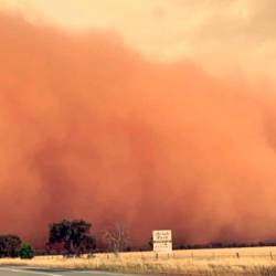 (Video) Dust storm turns sky red in Australian town