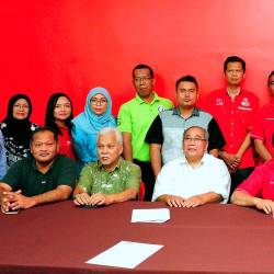 PPBM (Bersatu) Tebrau division head, Mazlan Bujang (centre) officially started his duties as the new Johor Bersatu chairman yesterday. - Bernama