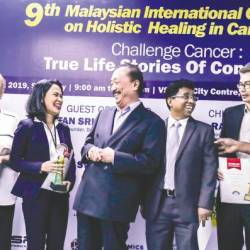 Tan (centre) with (form left) conference organising chairman Chan Quin Er, cancer survivors Eve Williamson and Claravil de Guzman, Cansurvive Centre Malaysia Berhad president Dr CD Siby, moderator Dr Tee Kian Keong and speaker M. Yogathevan. — Sunpix by Adib Rawi Yahya