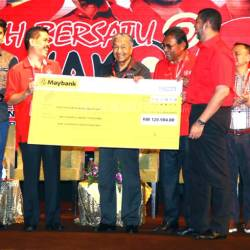 Azman (third left) presents a mock cheque for the member registration fees to Dr Mahathir (fourth left), witnessed by (from left) Rina, Syed Saddiq and others.