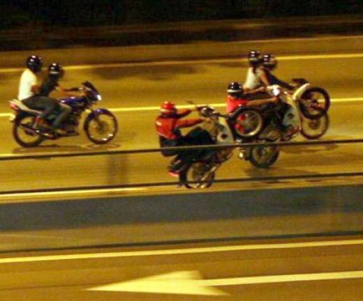 Five youths including two minors detained for illegal racing