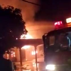 A screengrab of the fire that took the lives of two sisters early this morning — Info Roadblock JPJ/POLIS Facebook.