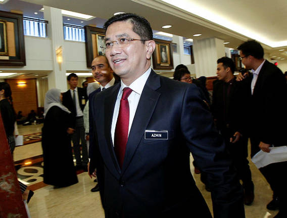 PH strongly backs Mahathir as prime minister, says Azmin