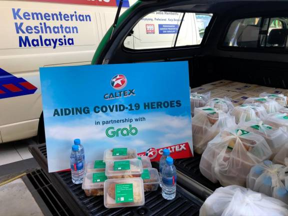 Food packs from Caltex to health, law frontliners