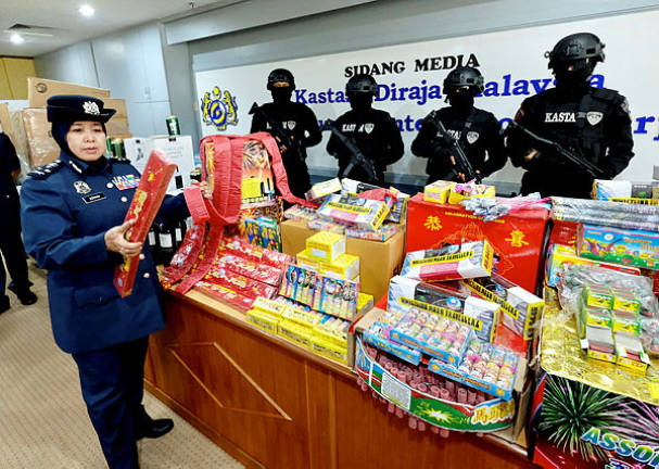 Perak customs seizes 20 tonnes of fireworks