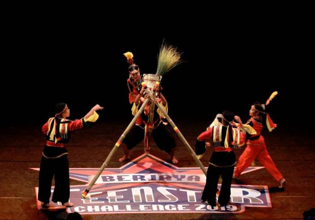 Semuja Dance Theatre perform cultural dancing during Berjaya Teenstar Challenge 2019. Asyrafrasid/ the sun