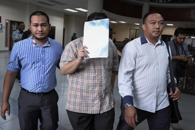 "A final year medical student of a public university, Mohd Luqman Zulkepli, 29, (C) here pleaded not guilty in the Terengganu Syariah High Court to a charge of ""muncikari"" (pimping), on Jan 16, 2018. — Bernama"
