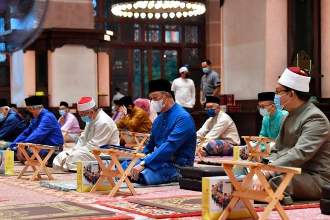 Muhyiddin attends solat hajat in conjunction with PN govt's first anniversary