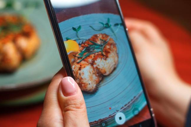 Seeing what your friends eat on social media may influence you