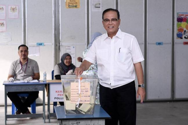 Cameron Highlands by-election: Pahang MB casts vote at SK Tanjung Gahai