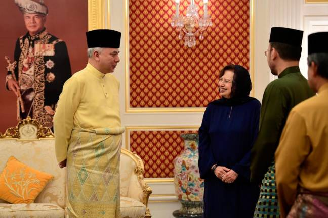 Sultan Nazrin tells political parties to find the best formula to form a new state govt