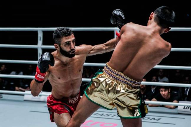 Giorgio Petrosyan outpoints Petchmorakot Petchyindee Academy to win by unanimous decision