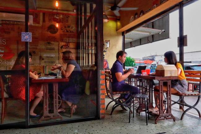 Restaurant owners are ensuring that dine-in customers strictly follow rules on social distancing even at the expense of losing customers.– ZAHID IZZANI/ THESUN