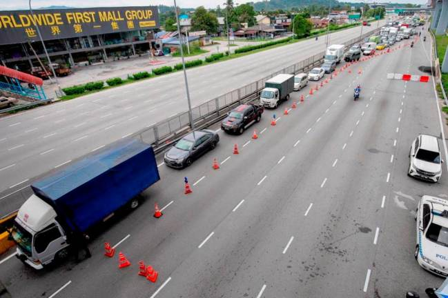 The extension of the movement control order from April 15 to April 28 cause a traffic jam along the Grand Saga Highway heading to Kajang from Cheras. SUNPIX BY FAUZI ANUAR