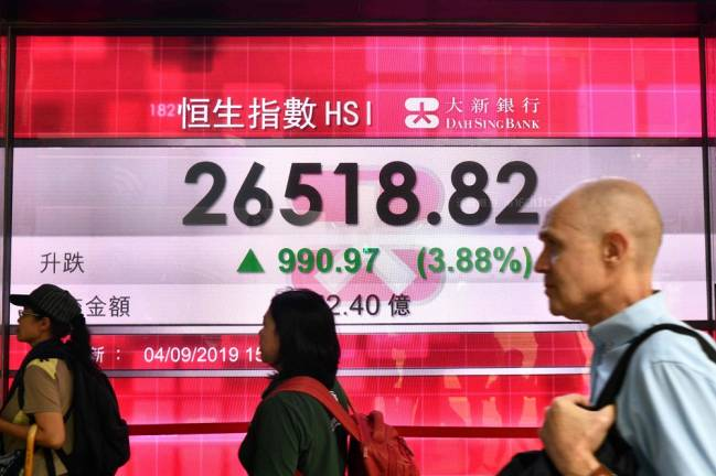 Asian markets struggle for traction as trade concerns fester