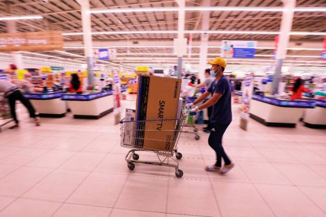 A man buying a much needed tv to help pass the time during the movement control order at Tesco Ampang. Shoppers were required to practice social distancing with only one family member allowed in for 30 minutes. Sunpix ZAHID IZZANI