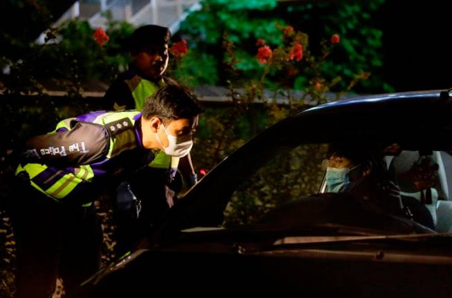 A police officer is advising a motorist to take serious with the government order to enforce MCO during Ops Covid-19 at Jalan Khoo Kay Kim.