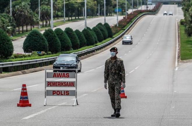 A total of 5 roadblocks were conducted by PDRM and ATM personnel with the strength 20 personnel each at various locations in Putrajaya.