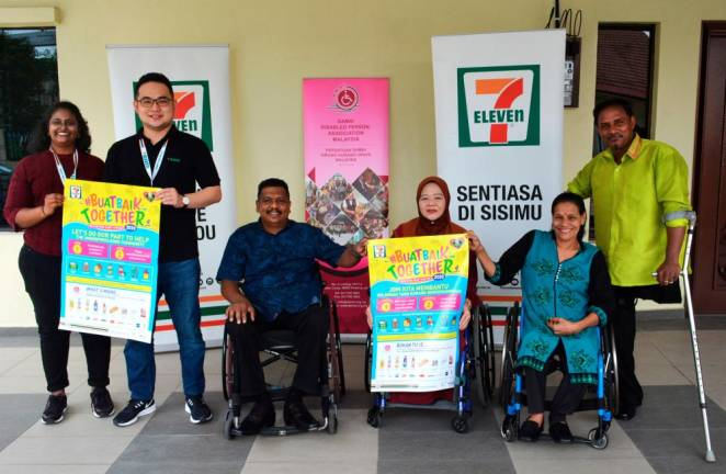 Representatives of 7-Eleven Malaysia (first and second from left) posing with Damai Disabled Person Association Malaysia president V. Murugeswaran (third from left) alongside the committee members of the non-profit organisation.