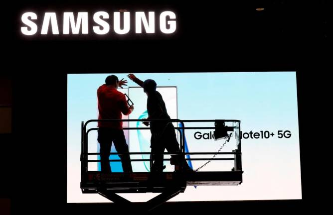 Samsung Electronics says Q1 profit likely rose 44%, matching expectations
