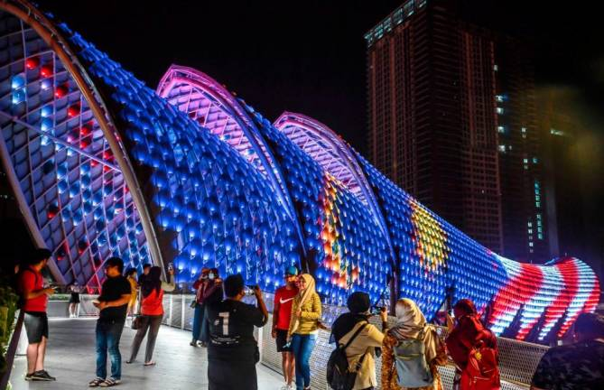 MERDEKA MOOD... the LED lights on the iconic Saloma footbridge linking Kampung Baru and KLCC take on the colours of Jalur Gemilang as Malaysia marks the Merdeka Month. ADIB RAWI YAHYA/THE SUN