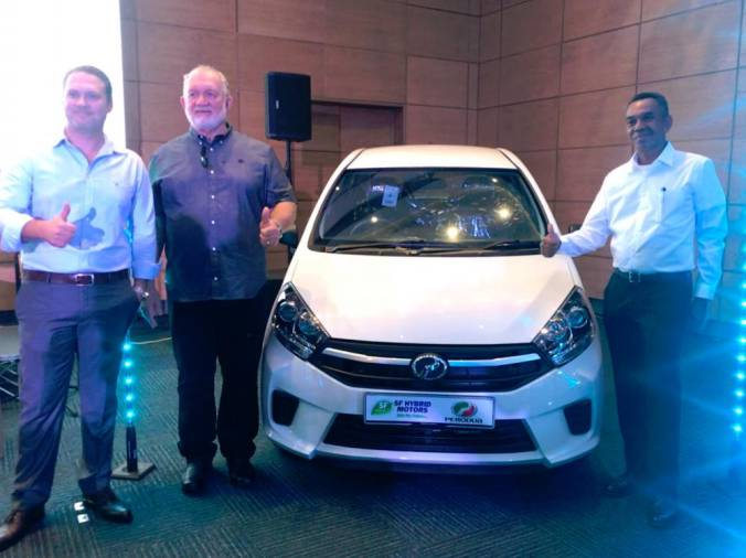 $!Zahari (right) with Larue (far left) and Walter Larue at the official launch of the Perodua Axia in the Seychelles last night.