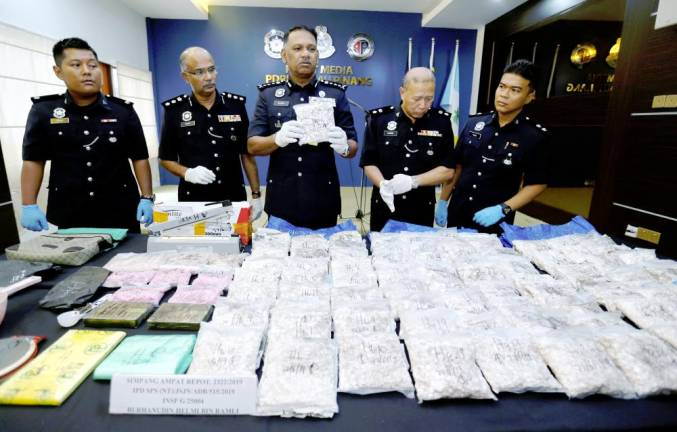 Penang police chief Datuk T. Narenasagaran crippled a syndicate distributing heroin and ecstasy pills with the seizure of drugs with a street value of RM718,700, as well as an online gambling ring. BBXpress