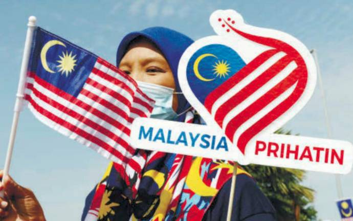 Seberang Perai district information officer Nurazreen Abdul Rahman waving the Jalur Gemilang at the Penang state-level launch of the '2020 National Month and Fly the Jalur Gemilang' campaign at the Sultan Abdul Halim Muadzam Shah bridge in Batu Kawan. MASRY CHE ANI/THE SUN