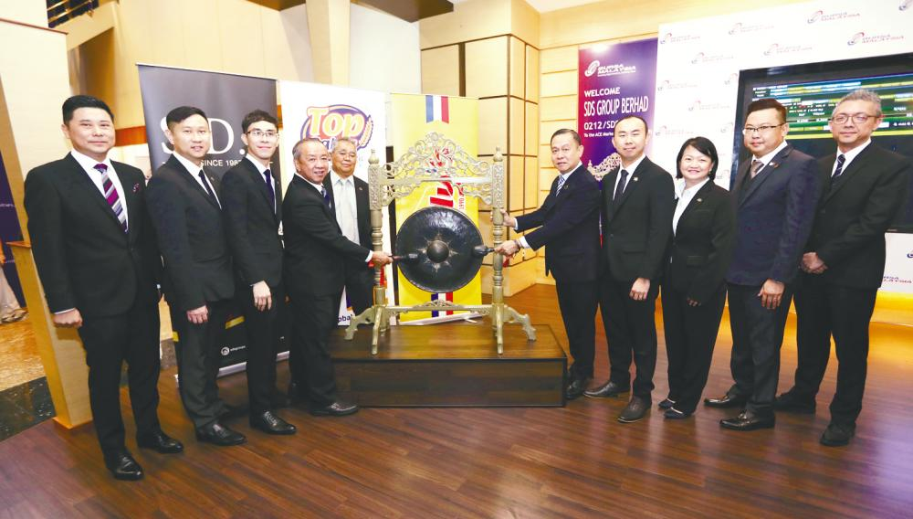 From left: M&A Securities managing director of corporate finance Datuk Bill Tan, SDS director Datuk Albert Ding Choo Earn, CFO Tan Kee Meng, managing director Tan Kim Seng, directors Azahar Baharudin, Tan Kim Chai, Tan Kee Jin, Phang Sze Fui, Tan Yon Haw and M&A Securities head of corporate finance Gary Ting at the listing ceremony yesterday.