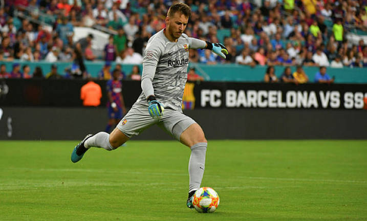 Barcelona goalkeeper Neto sidelined after wrist surgery (Updated)