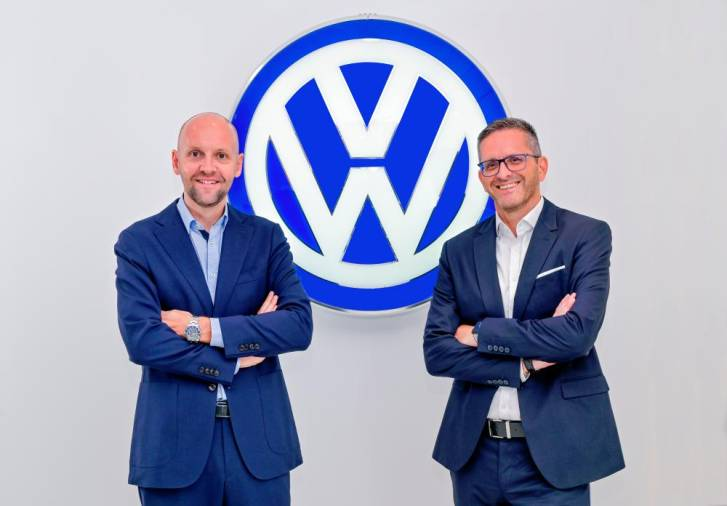$!Volkswagen Passenger Cars Malaysia (VPCM) newly-appointed co-managing director Kurt Leitner (right), with the company's other managing director Erik Winter.