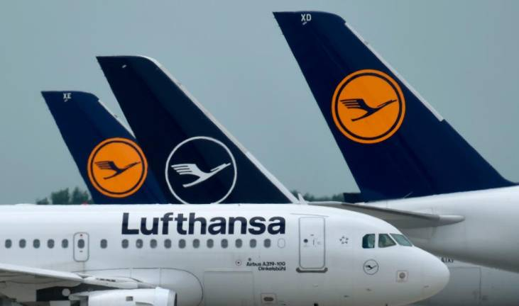 Lufthansa warns of forced layoffs, says air travel back to pre-Covid levels only in 2024
