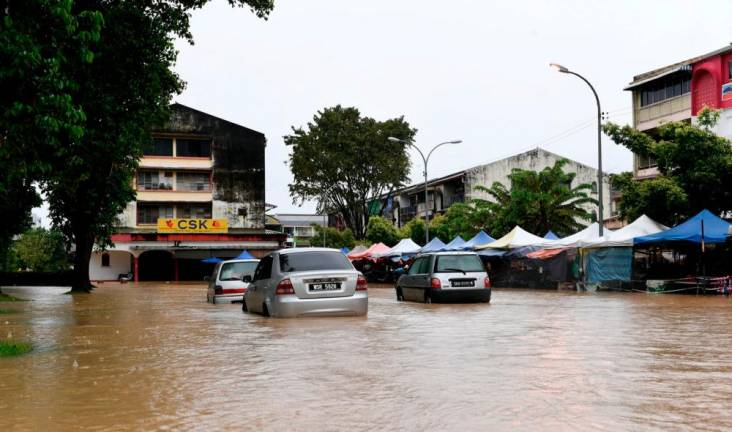 SESB provides 24-hour technical teams in flood-hit areas in Sabah