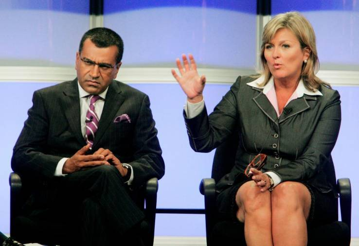 $!FILE PHOTO: Martin Bashir (L) takes part in a panel discussion at the ABC television network Summer press tour for television critics in Beverly Hills, California July 26, 2007. REUTERS/Fred Prouser/File Photo