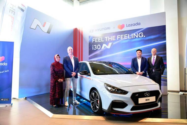 From left: Malaysia Automotive Association president Datuk Aishah Ahmad, Lazada director of motors Luca Suino, HSDM managing director Low Yuan Lung and Sime Darby Motors Division managing director Andrew Basham, during the launch.