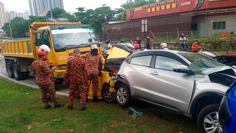 Pemandu MyVi remuk dihentam lori kongsi pengalaman ngeri