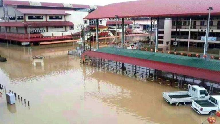 Flood forces two Beluran schools to close
