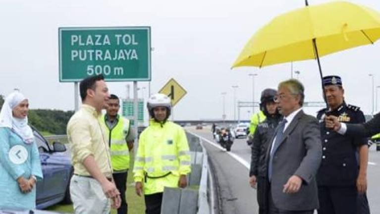 Agong stops entourage to check on two accidents in Putrajaya