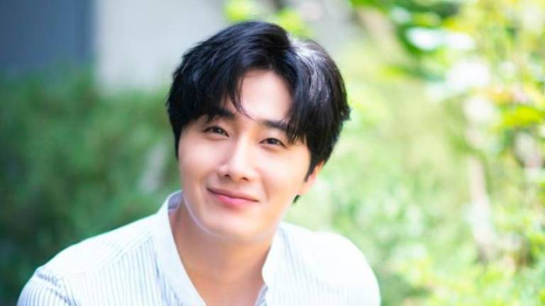 Korean actor preserves memories by taking 70,000 photos and videos