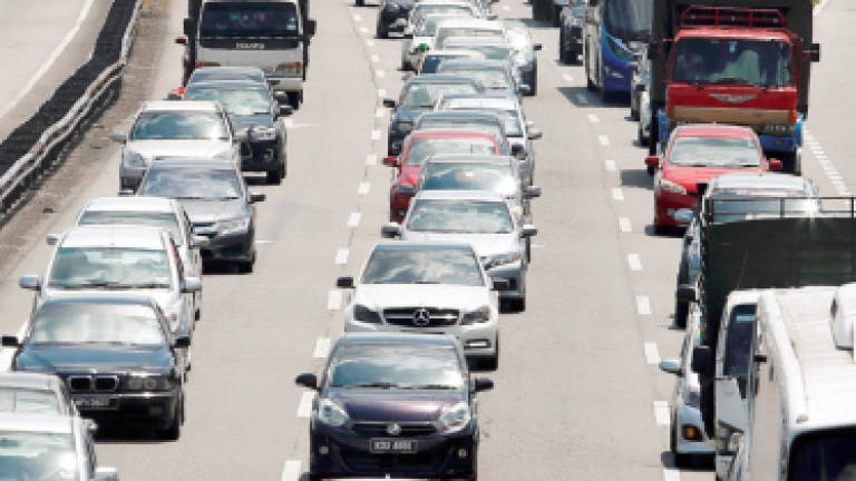 Traffic flow slow on North-South expressway at noon
